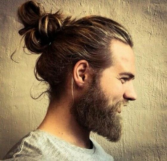 Hot-Man-Bun-Hairstyles-For-Guys-10